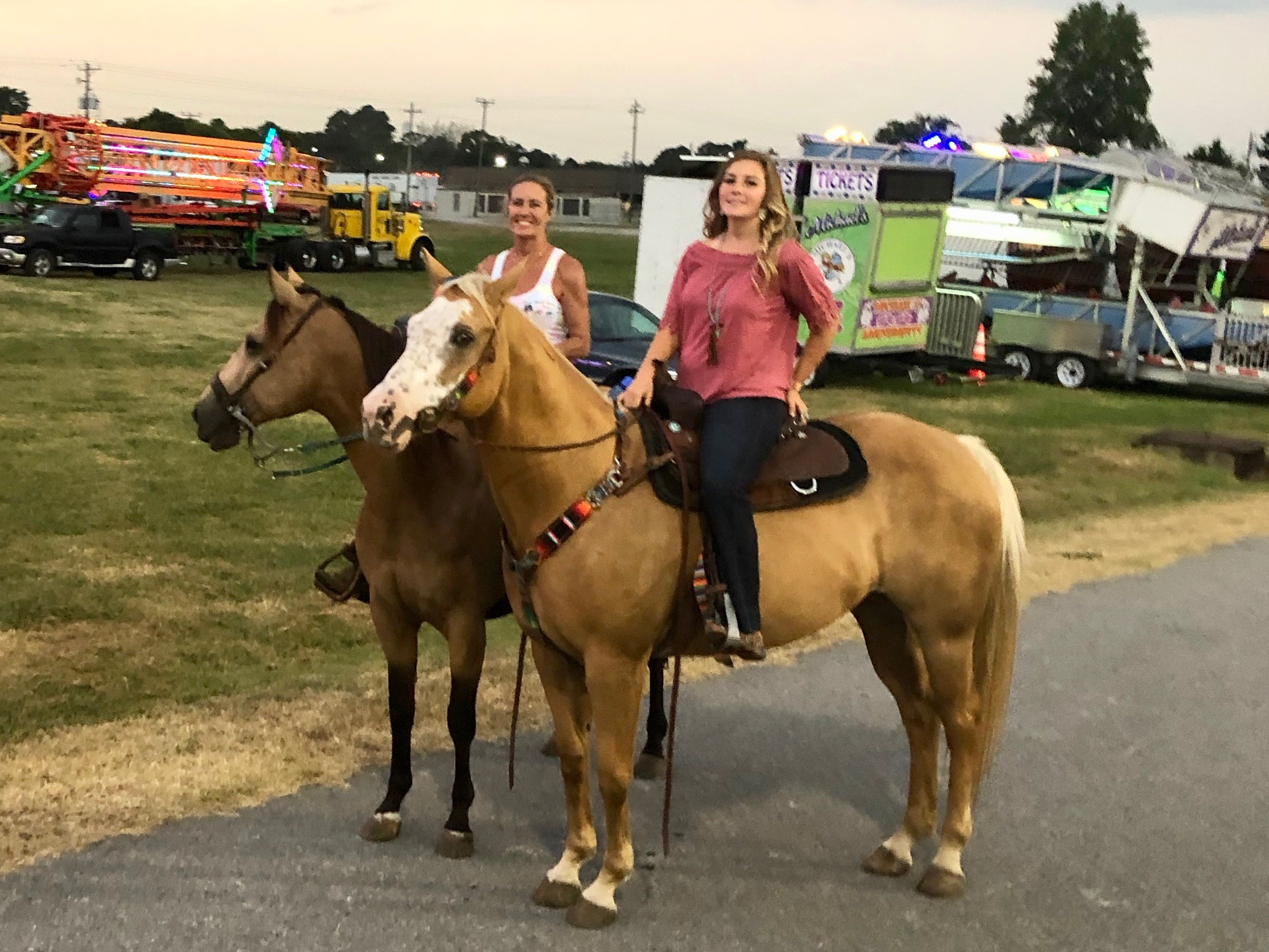 Jetta__Daisy_at_Benson_Mule_Days_Carnival_Horizontal